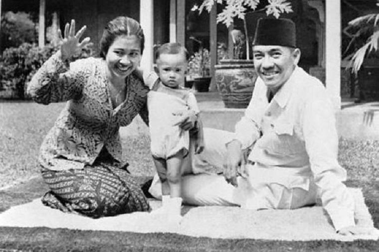 Kwikku, Naik sepeda berdua itu romantis seperti potret kebersamaan Soekarno dan Fatmawati
