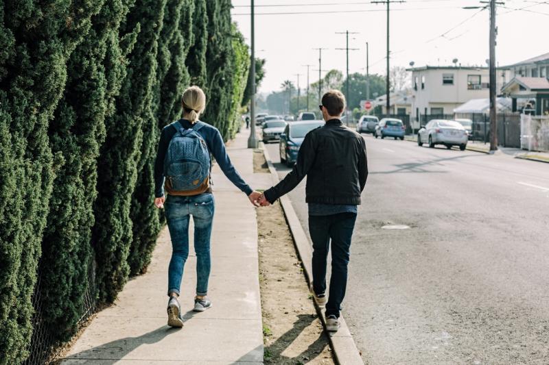 Kwikku, Dia yang selalu berjalan di sisi kananmu saat kalian berjalan di jalan raya itu akan membuatmu merasa dilindungi