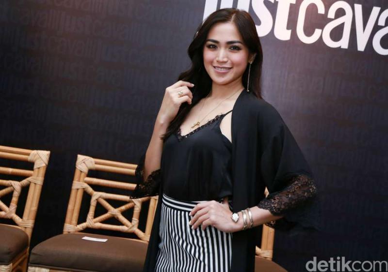 Kwikku, Jessica Iskandar