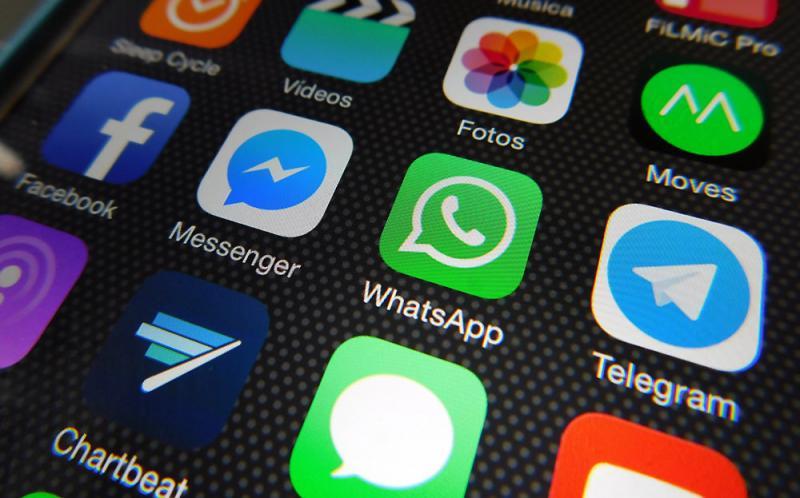 Kwikku, Di ponselnya ada aplikasi chatting yang cukup asing dan juga tidak melibatkanmu di dalamnya