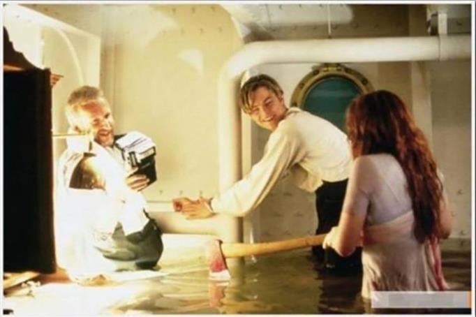 Kwikku, Nah ini adegan saat Rose putus borgol yang ada di tangan Jack