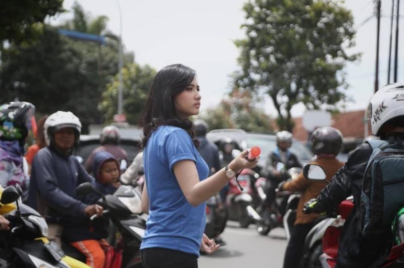 Kwikku, Paras Cantik Ceu Ogah Bikin Kota Bandung Makin Adem Euy