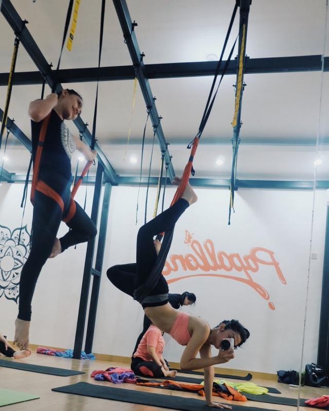 Kwikku, Nih Pose Doi Waktu Latihan Yoga Swing Pasti Biki Kamu Tercengang