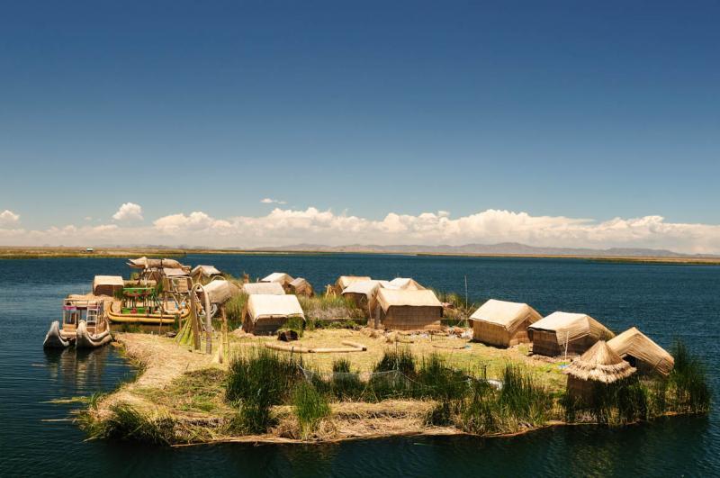 Kwikku, Desa Uros Peru dan Bolivia