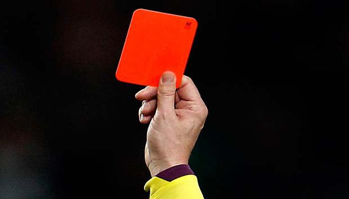 Kwikku, Pernah mendapatkan kartu merah dalam  detik
