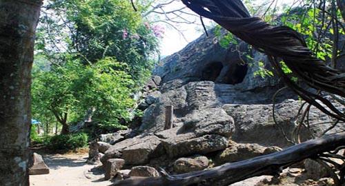 Kwikku, Goa Selomangleng di Kediri