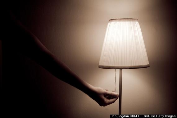 Kwikku, Menggelapkan Lampu Kamar