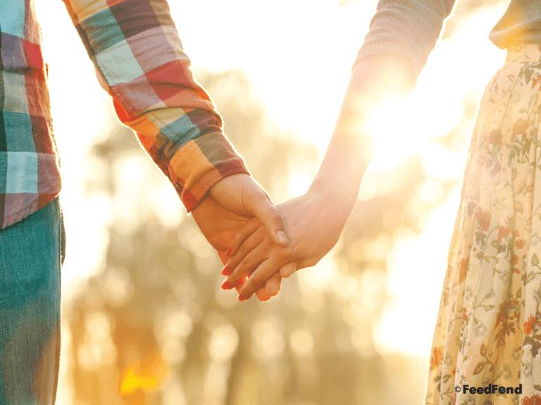 Kwikku, Menggenggam Jari dan Menarik Tangannya Ke Sisi Kita