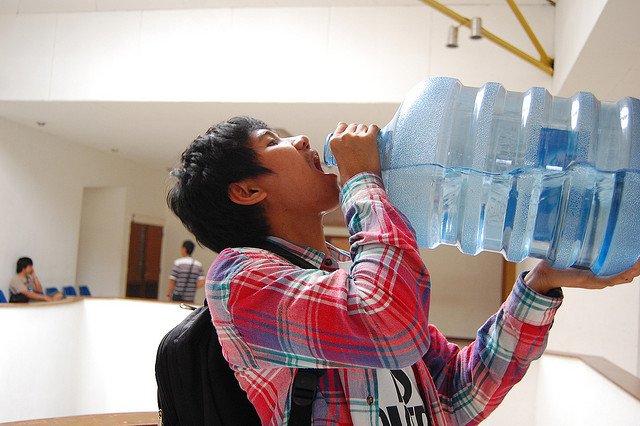 Kwikku, Tidak Minum Air Putih