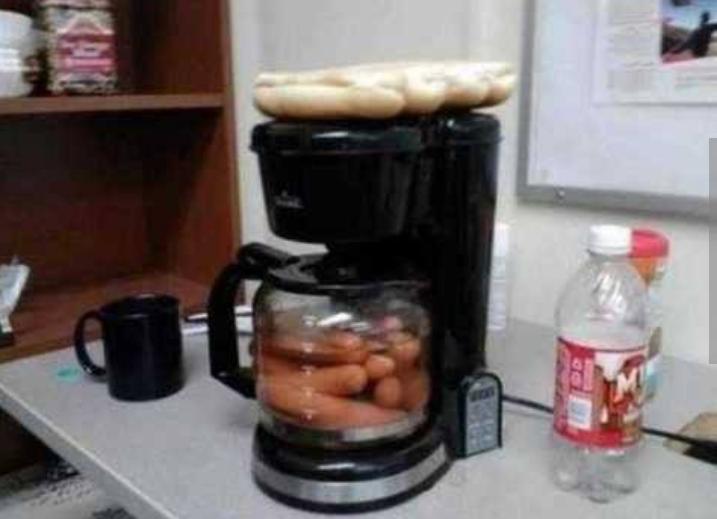 Kwikku, Mungkin kompornya rusak sampai harus memakai coffee maker buat makan hot dog
