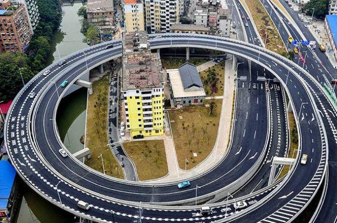 Kwikku, Pemandangan ini ada di Guangzhou pemerintah terpaksa membangun jalan melingkar karena pemilik  rumah ini tidak mau menjual rumah mereka