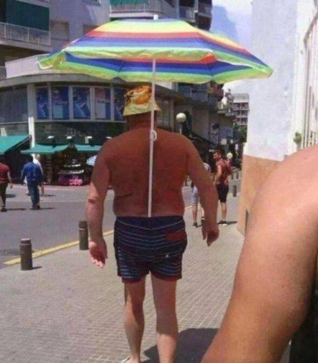 Kwikku, Orang ini malas memegan payungnya jadinya begini deh