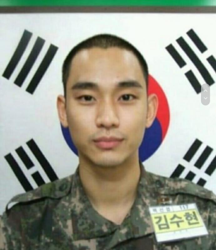 Kwikku, Pada bulan Oktober kemarin bintang My Love From The Star ini mulai mengikuti wajib militer Rambutnya yang dipangkas rapi dan kumis tipisnya menjadikan Kim Soo Hyun terlihat makin manly kan