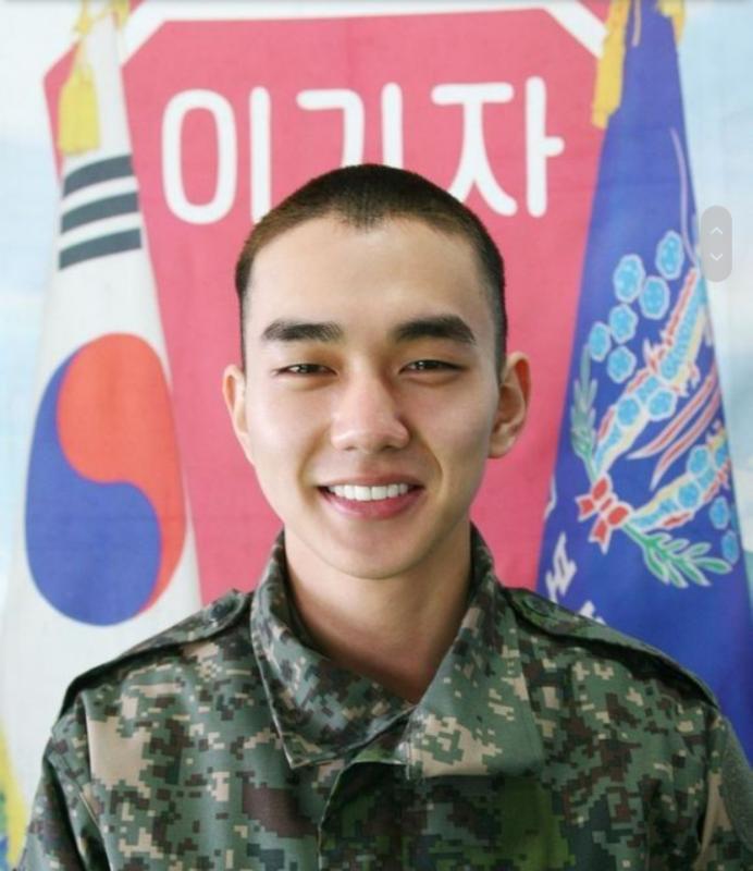 Kwikku, Nyatanya Yoo Seung Ho malah kebanjiran tawaran main drama saat keluar wajib militer Tak heran penampilan jebolan wamil emang makin kece dengan badan yang semakin terbentuk