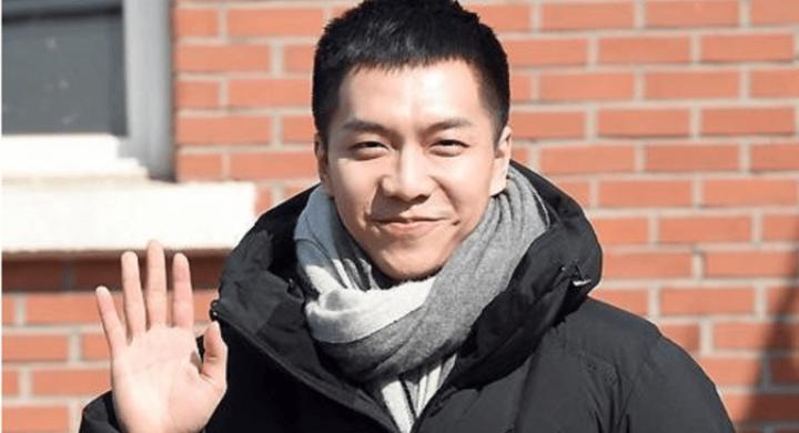 Kwikku, Aktor mantan Yoona SNSD ini baru saja keluar dari tugas wajib militernya Nggak sabar kan lihat penampilan Lee Seung Gi yang terbaru