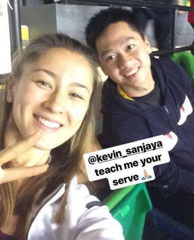 Kwikku, Nah ini dia yang bikin netizen mulai mengenal Gronya saat dia memposting keakrabannya bersama Kevin Sanjaya