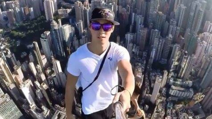 Kwikku, Salah satu orang beruntung yang bisa selfie diketinggian ya mas ini nih jangan ditiru deh