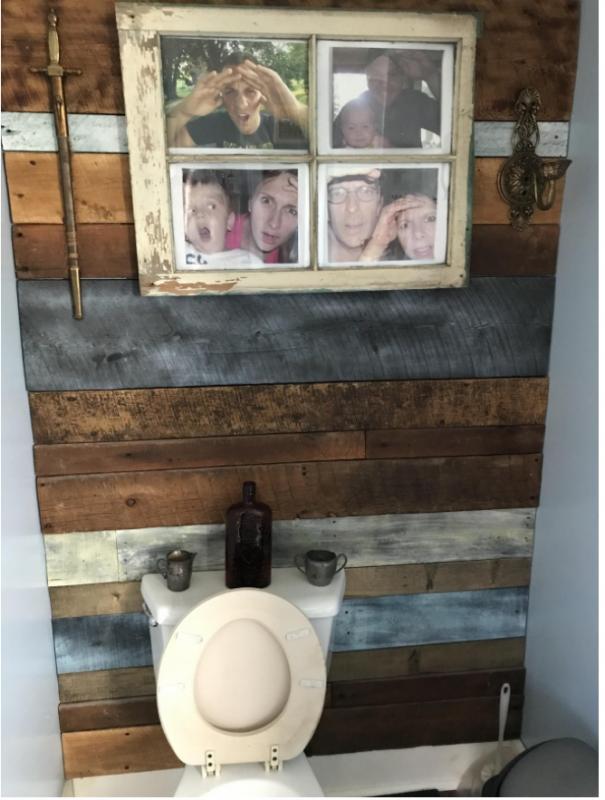 Kwikku, Isengnya orang rumah majang foto seakan lagi ngintip dikamar mandi