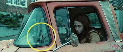 Kwikku, Twilight bayangan kamera itu terpampag nyata di jendela mobil Walaupun kesalahan umum tapi tetap saja salah dan ada saja penonton yang bermata jeli
