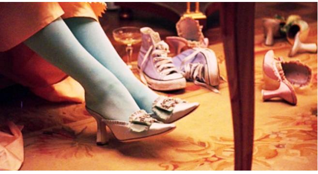 Kwikku, Marie Antionette film ini berlatar belakang era abad ke gitu Ajaibnya ditahun tersebut muncul sepatu Converse