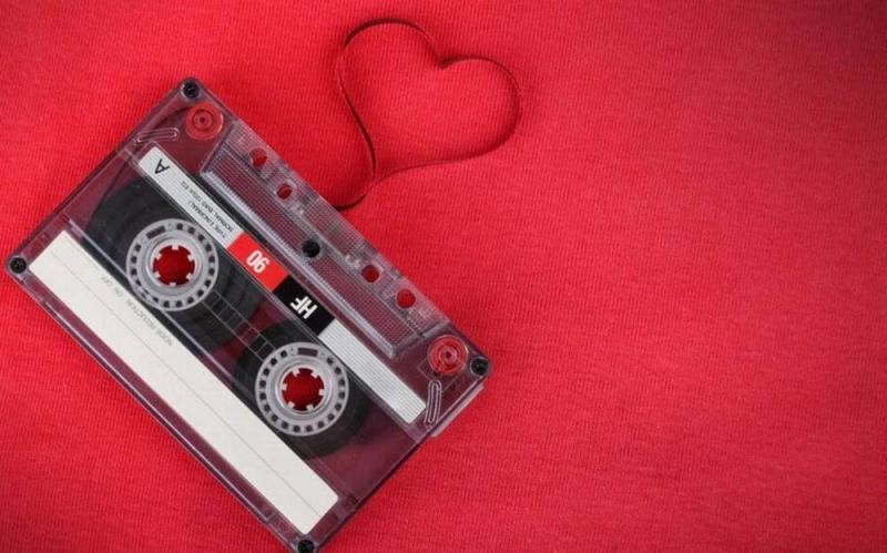 Kwikku, Sering juga merekam atau mengumpulkan lagu cinta didalam kaset atau CD