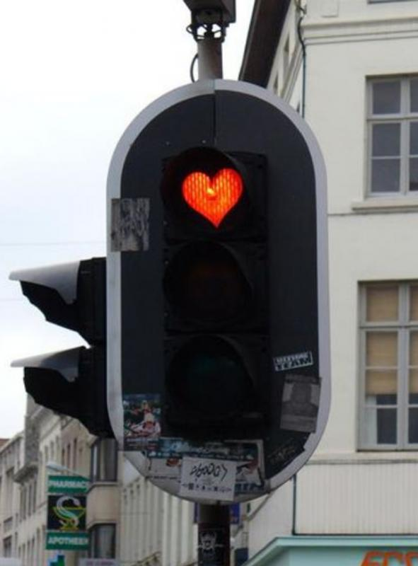 Kwikku, Seperti tanda dan warna hati lampu TL dengan bentuk love ini berada di Belgia