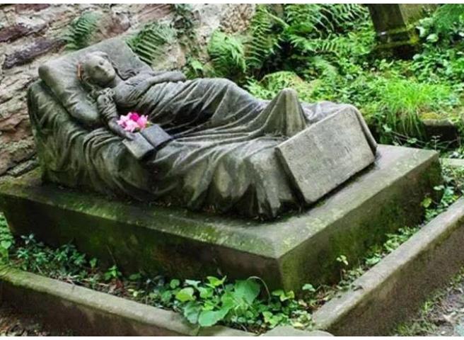 Kwikku, Dia meninggal saat berusia  tahun