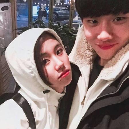 Kwikku, Mereka nggak pacaran ya Si ganteng ini adalah adik dari Chaeyoung TWICE namanya Jeonghoon