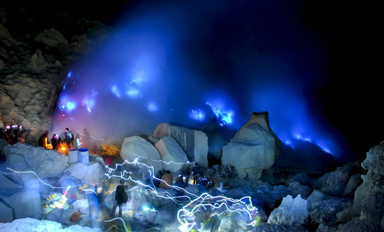 Kwikku, Kawah Ijen Lava Biru Indonesia