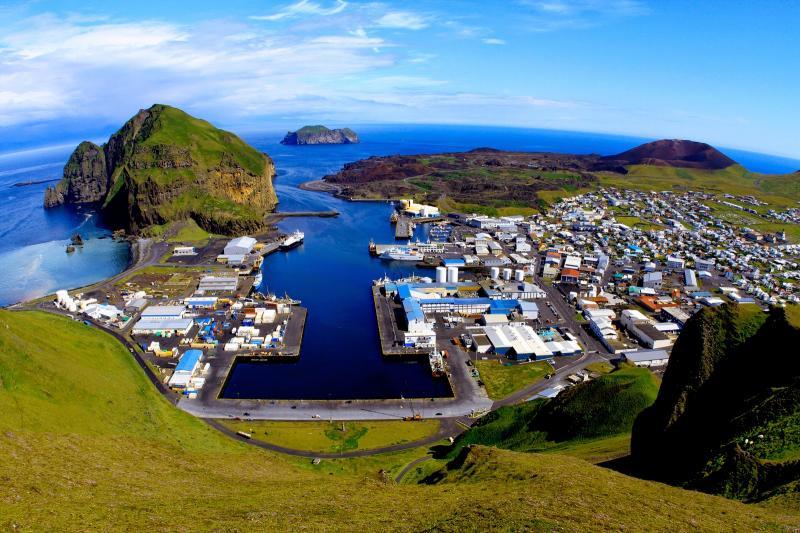 Kwikku, Islandia Pada awalnya negara ini tidak memiliki penduduk namun ada beberapa pendeta asal Irlandia yang menempati kawasan tersebut kemudian disusul dengan bangsa Viking Pada tahun  M negara ini baru membentuk sebuah konstitusi