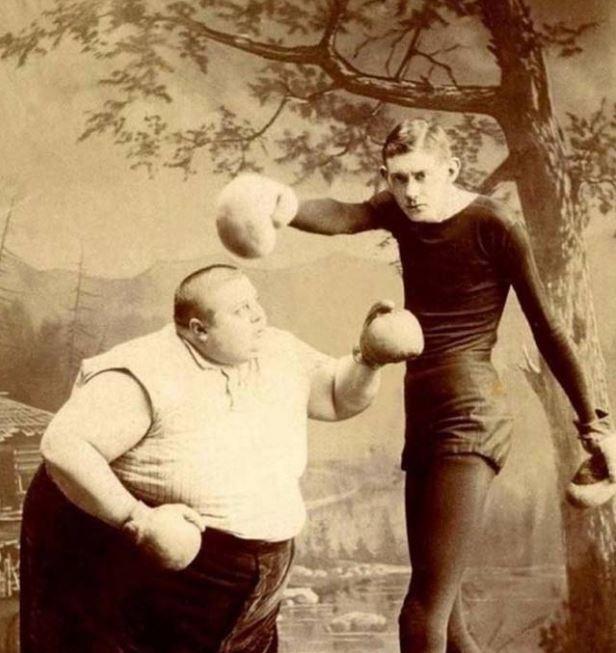 Kwikku, Petinju ala pemain sirkus yang beda banget ukuran tubuhnya