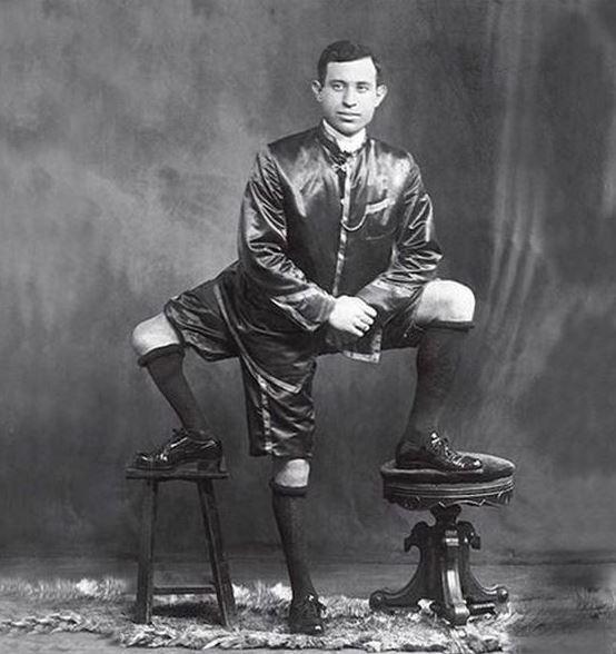 Kwikku, FYI pria ini memiliki  kakai dengan  jari dan  alat kelamin