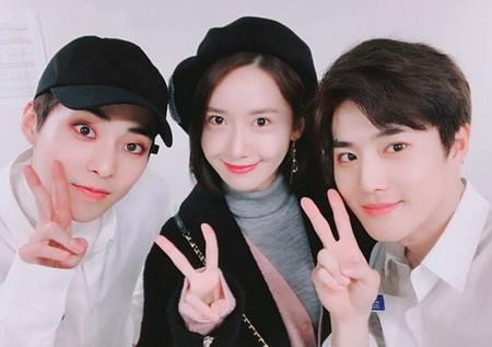 Kwikku, Yoona sendiri juga mendukung Suho dengan menghadiri konser ke EXO bertajuk The ElyZiOn Yoona sempat berfoto bersama Xiumin dan Suho