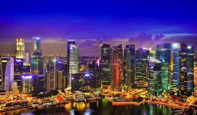 Kwikku, Negara tetangga kita Singapura memiliki   miliarder yang juga menghasilkan kekayaan Selain itu pajak disana juga ramah dan menarik minat para investor untuk berinvestasi