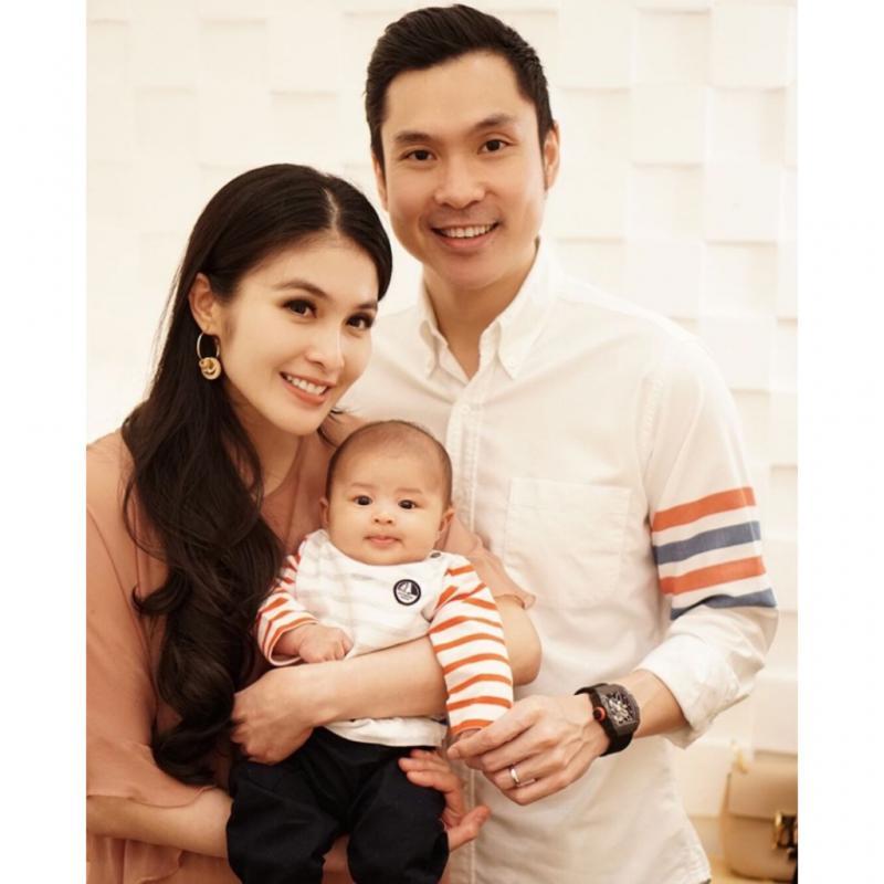 Kwikku, Lengkap sudah kebahagiaan Sandra Dewi di Valentine kali ini bersama keluarga kecilnya