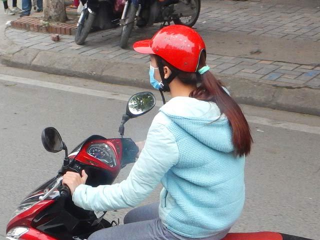 Kwikku, Vietnam rupanya salah satu negara yang memperahatikan wanita disana ada helm khusus wanita yang memiliki rambut panjang Jadi para cewek nggak perlu takut sakit kepala saat menggunakan helm