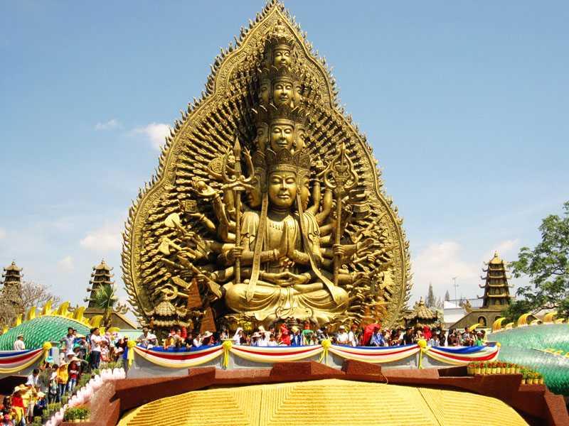 Kwikku, Jika patung Budha biasanya ada ditempat ibadah di Vietnam juga ada patung Budha di tempat hiburan