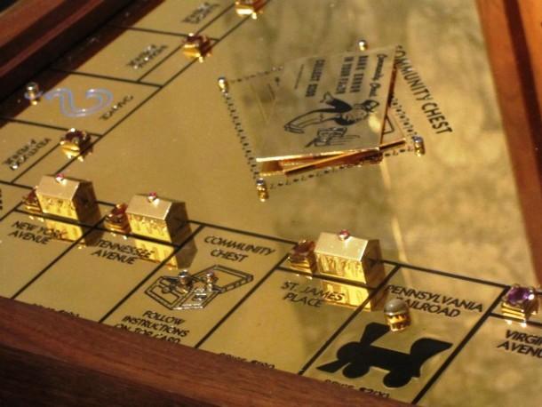 Kwikku, Mainan monopoli dari emas Ro  miliar