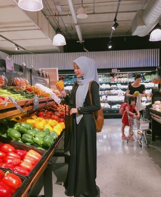 Kwikku, Setelan long dress juga pantaspantas saja digunakan saat berbelanja jadi semakin cantik