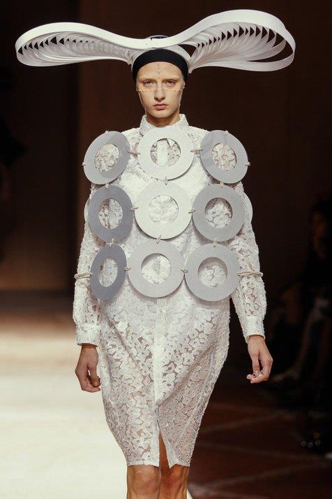 Kwikku, Kirakira baju ini bagusnya dipakai dimana ya selain di catwalk