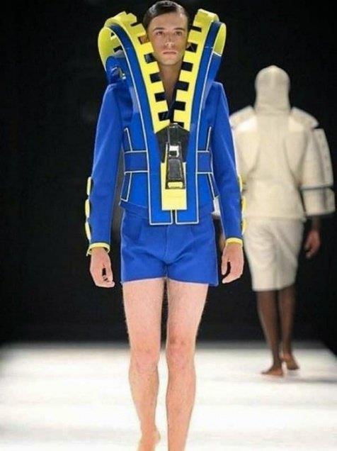 Kwikku, Kostum masa depan super nyentrik ada nggak ya yang pede pakai baju ini diluar sana