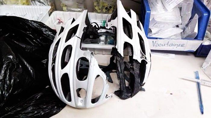 Kwikku, Untungnya hanya helm saja yang retak bukan tengkorak manusia ya gaes So masih mau nggak pakai helm