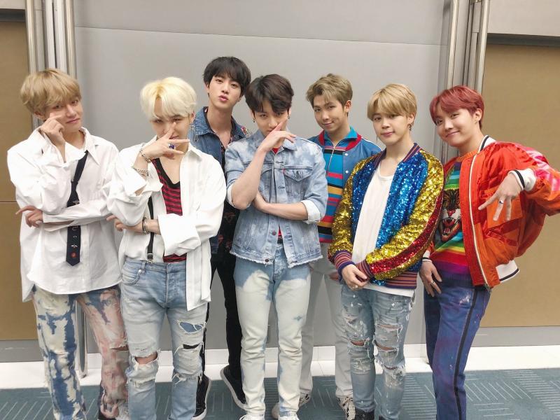 Kwikku, Beberapa waktu lalu agesi BTS mengumumkan bahwa grup tersebut tidak menerima pemberian dalam bentuk fisik kecuali pada konser global atau fanmeeting resmi Tetapi penggemar masih bisa memberikan surat mulai tanggal  Maret mendatang