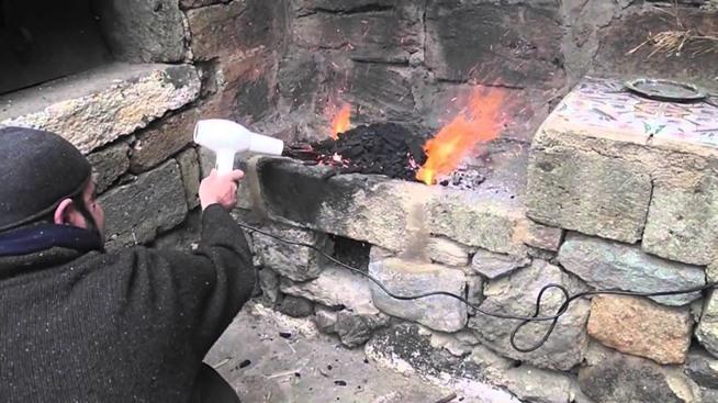 Kwikku, Ternyata hair dryer bisa membuat kobaran api menjadi lebih besar