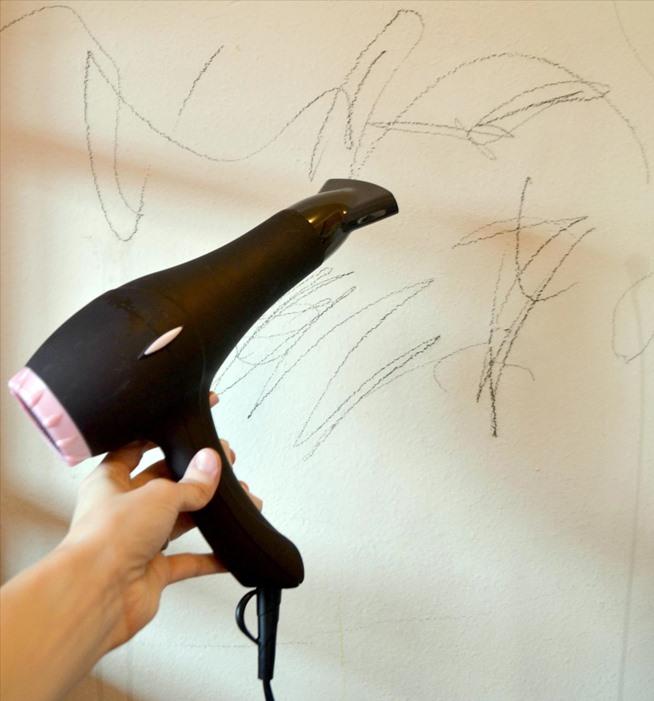 Kwikku, Udara panas dari hair dryer bisa melelehkan crayon yang tercoret didinding cara ini bisa dianggap efisien untuk membersihkan dinding