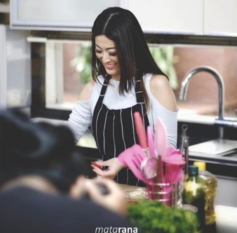 Kwikku, Wanita cantik ini dikenal dengan kemampuan memasaknya