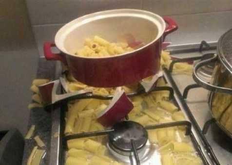 Kwikku, Entah bagaimana awalnya tapi panci ini benarbenar nggak layak buat masak Sampai pecah begitu