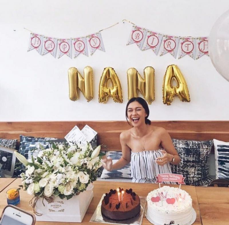 Kwikku, Beberapa waktu lalu Nana juga tak lupa membagikan momen bahagianya saat ia merayakan ulang tahun ke bersama orang terdekatnya