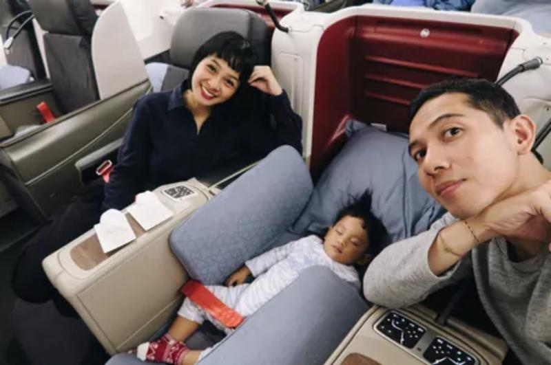 Kwikku, FYI ini merupakan kali pertama Kawa melakukan perjalan jauh selama kurang lebih  jam dalam pesawat Andien mengaku selama dalam perjalanan Kawa menghabiskan waktunya untuk bermain dan tidur