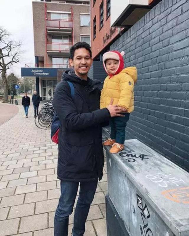 Kwikku, Andien dan Ippe juga sempat mengunjungi sang adik Diego Yanuar yang tengah berada di Najmegen Pada  April mendatang Diego akan bersepeda dari Amsterdam ke Jakarta untuk mengumpulkan donasi bagi orangorang yang membutuhkan